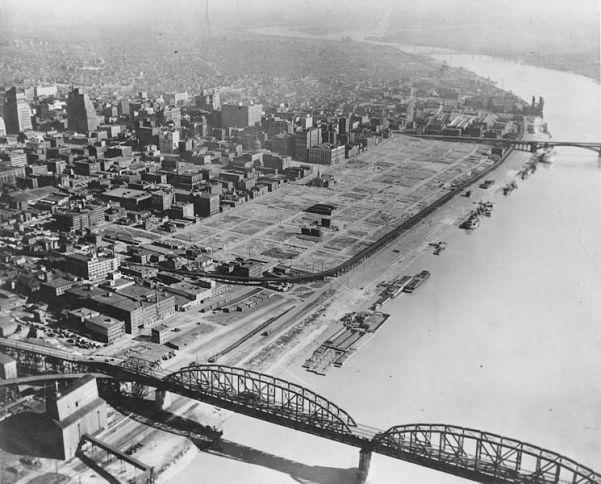 745px-St._Louis_riverfront_after_demolition_for_Gateway_Arch_(1942)