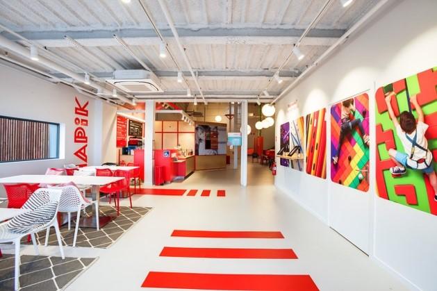 Design sobre et couleurs, l'espace de convivialité chez Hapik